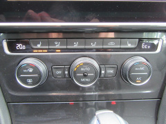 Volkswagen-e-Golf-13