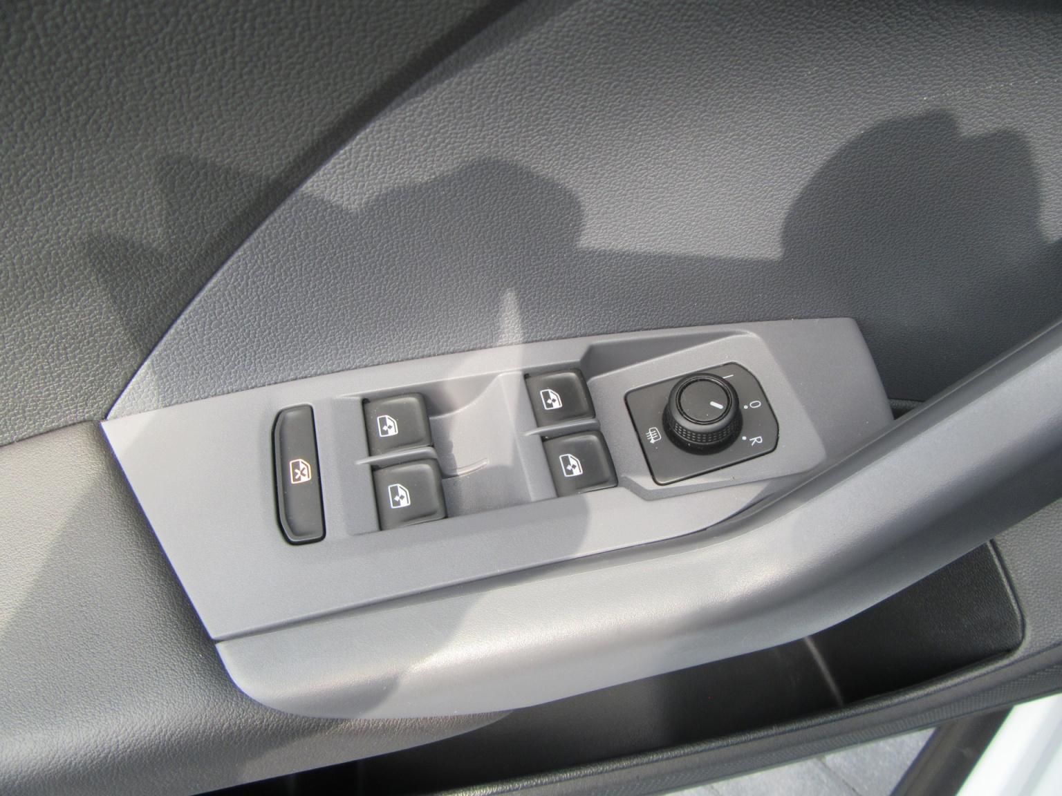 Volkswagen-T-Cross-18