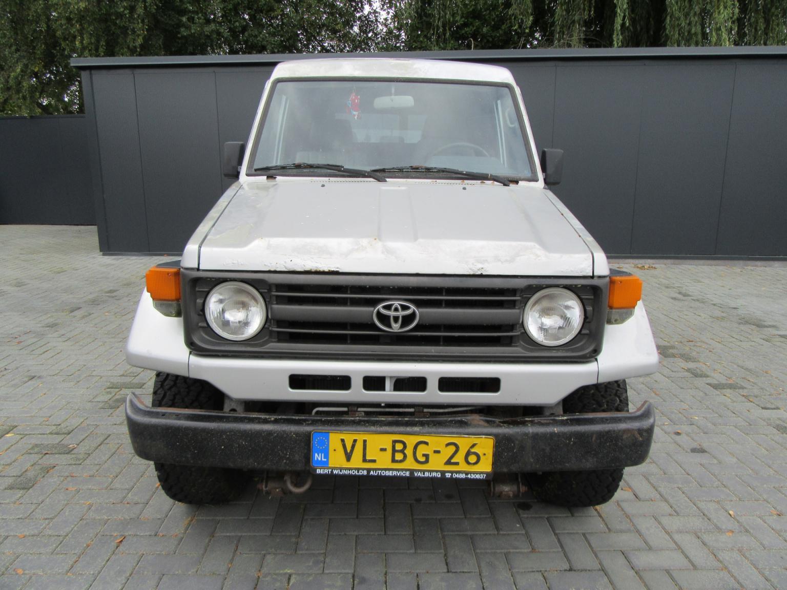 Toyota-Land Cruiser-4