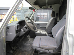 Toyota-Land Cruiser-6