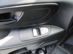 Mercedes-Benz-Vito-19