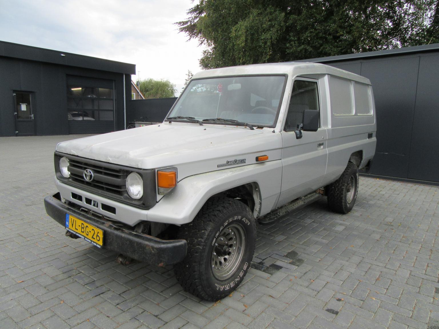 Toyota-Land Cruiser-1