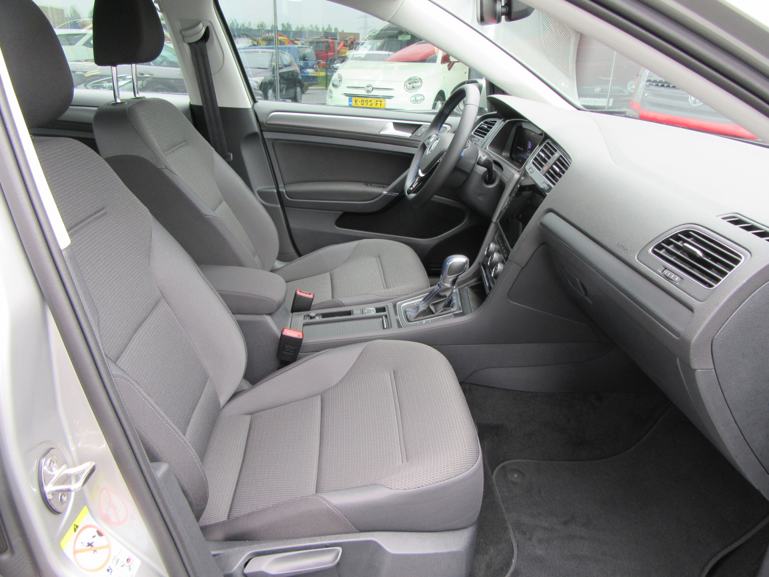 Volkswagen-e-Golf-18