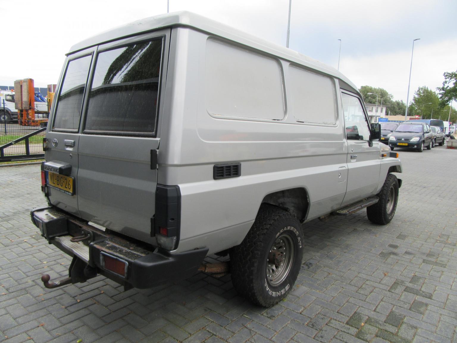 Toyota-Land Cruiser-3