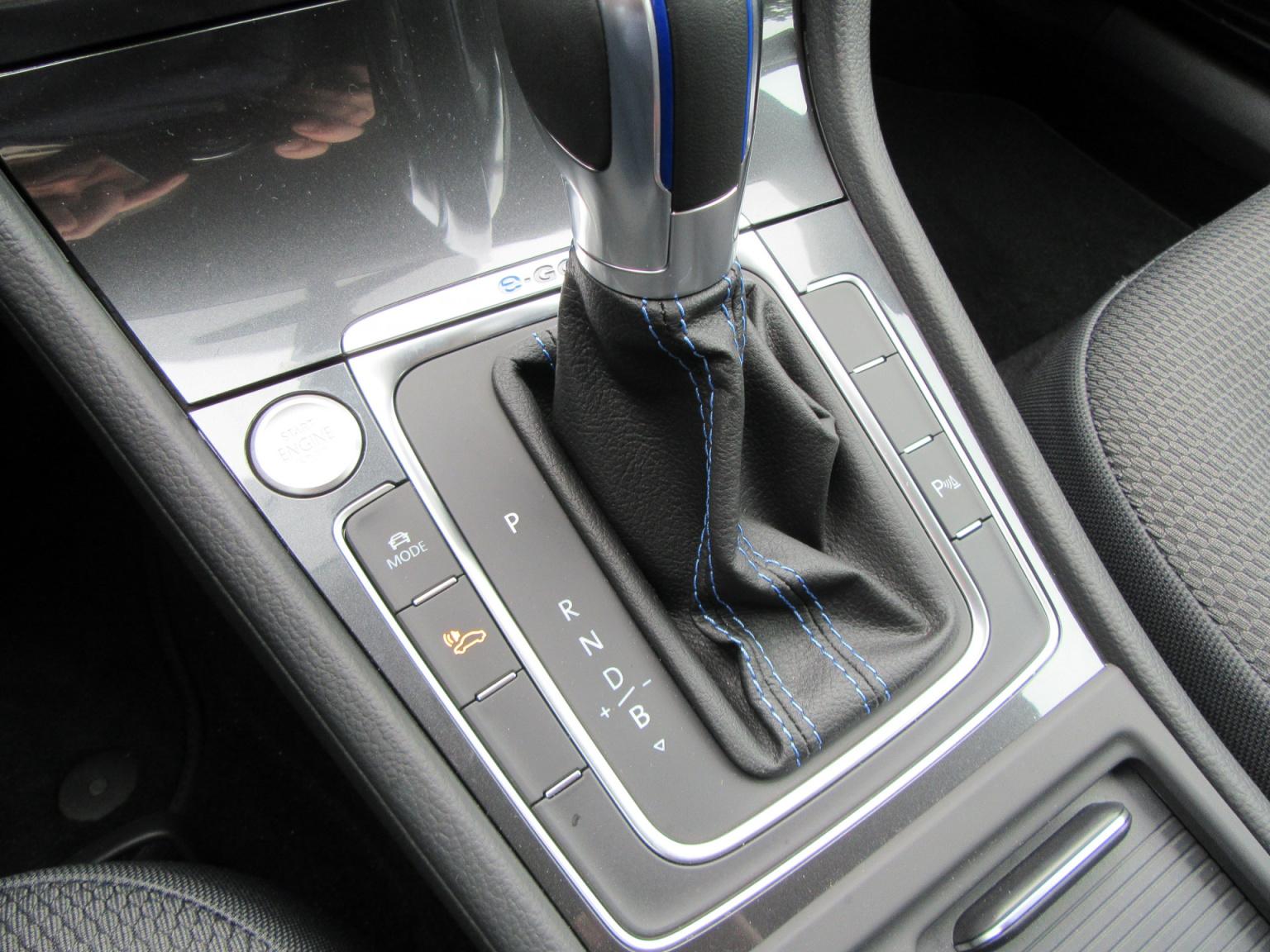 Volkswagen-e-Golf-12