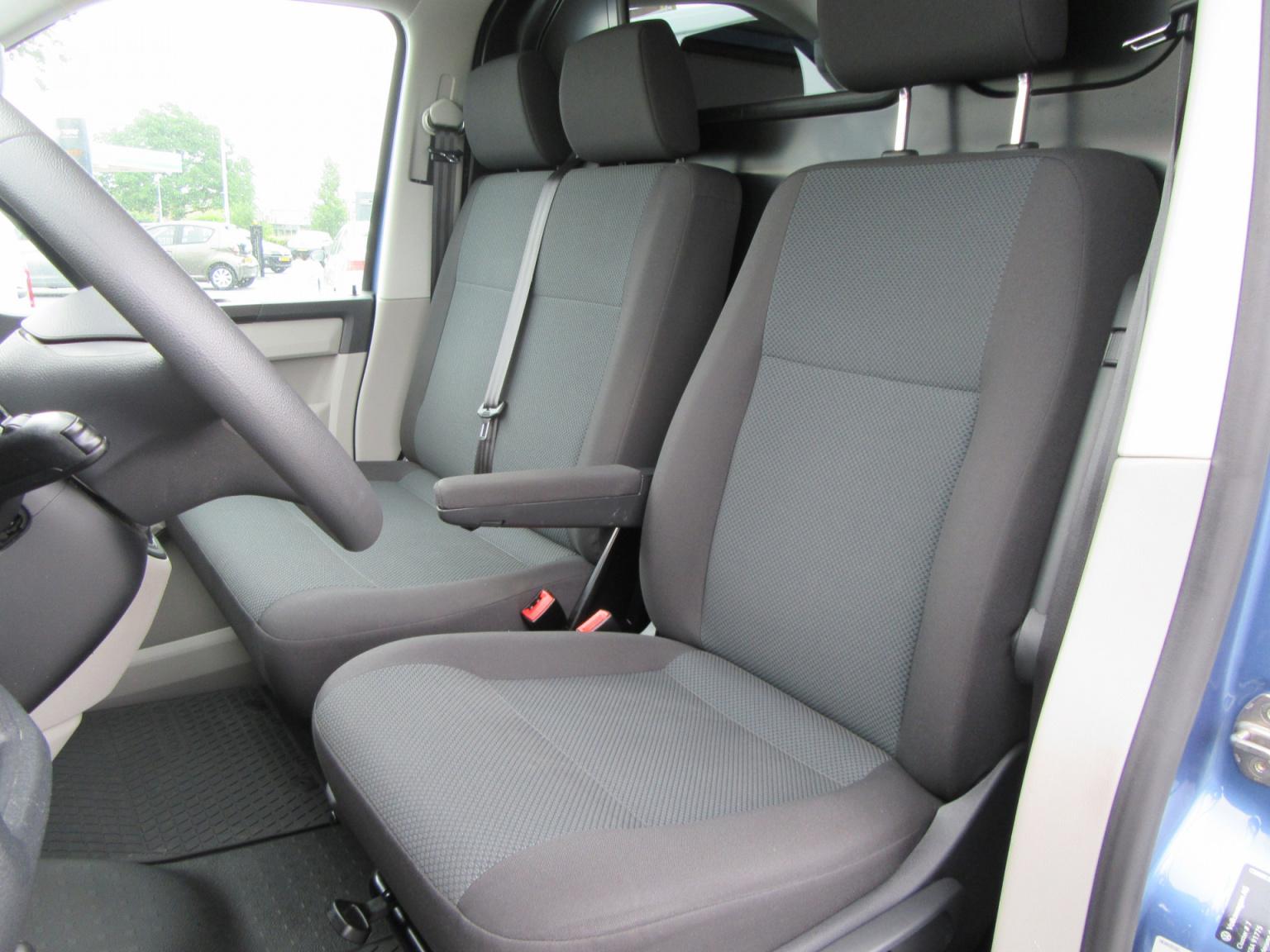 Volkswagen-Transporter-12