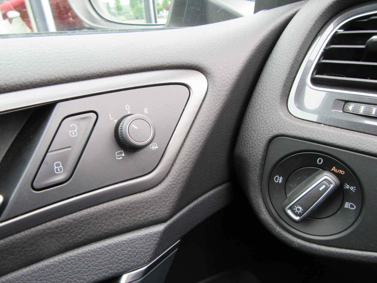 Volkswagen-e-Golf-14