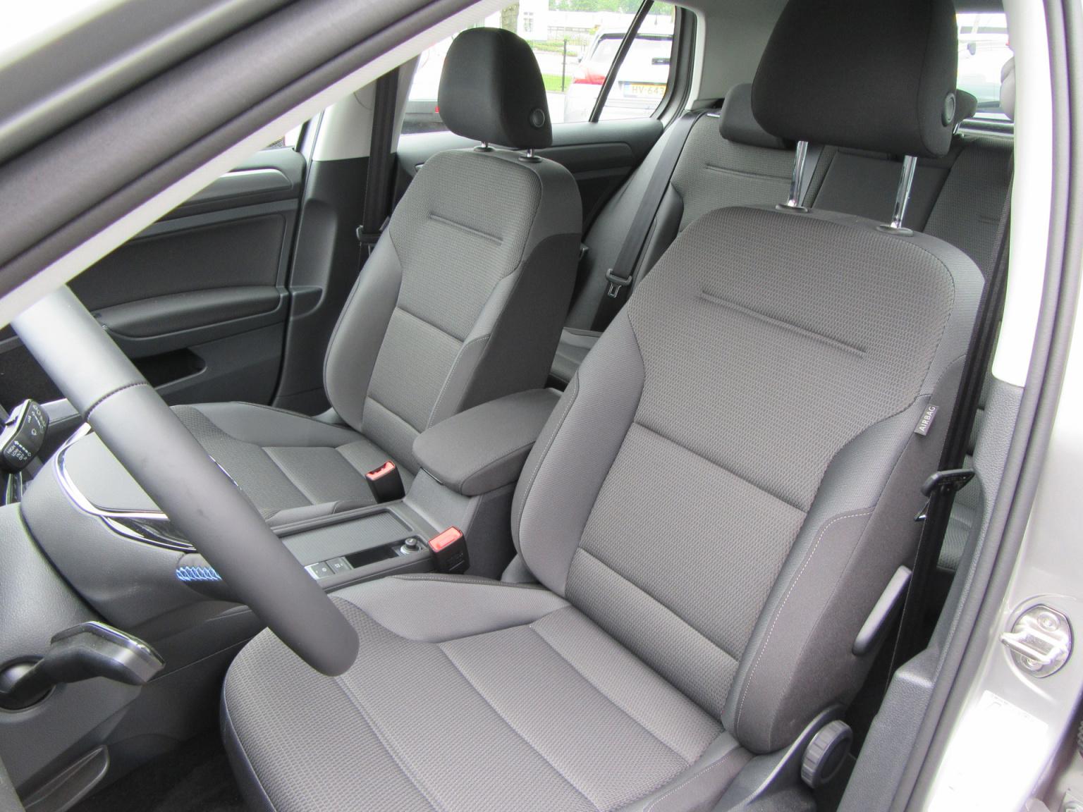 Volkswagen-e-Golf-19