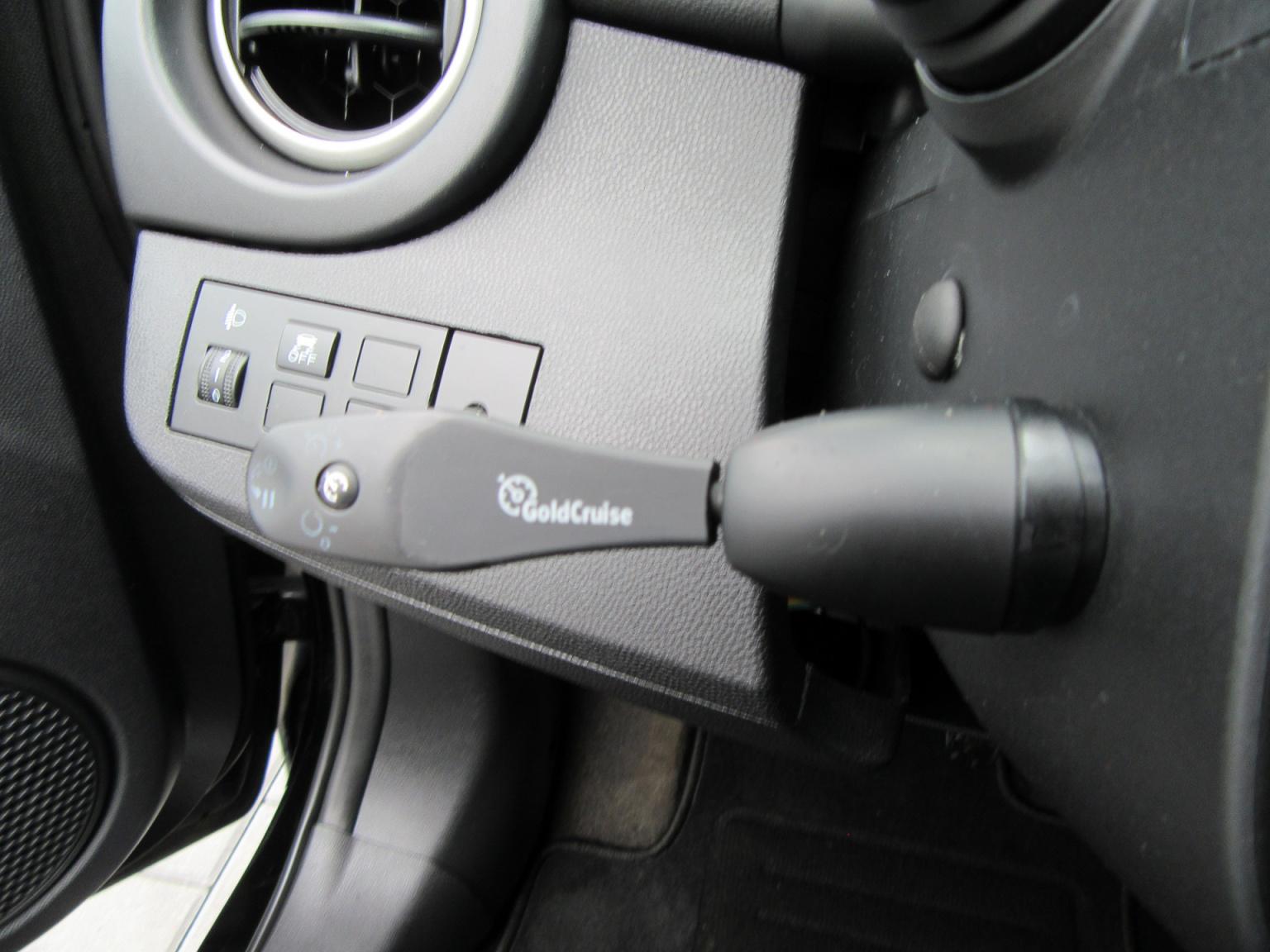 Mazda-2-18