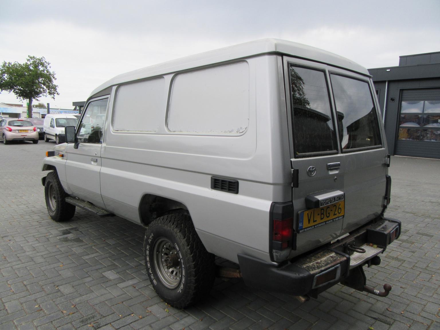 Toyota-Land Cruiser-2