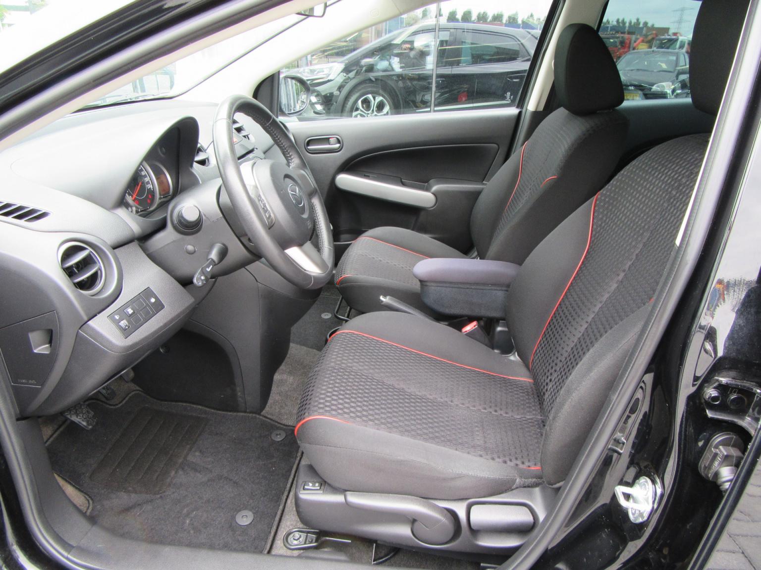 Mazda-2-10